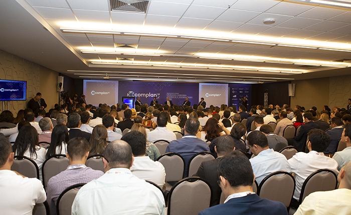 COMPLAN - Seminário sobre Comunidades Planejadas, Loteamentos e Desenvolvimento Urbano do Brasil.